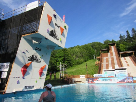 The wall and the acrobatic ski jumps